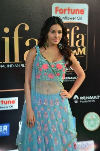 Amyra Dastur Hot In a Blue Flora Dress At The IIFA Utsavam Awards 2017