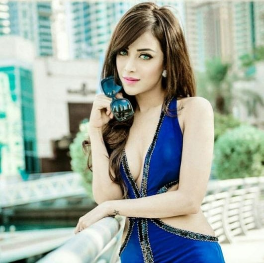 Angela krislinzki mesmerizing look