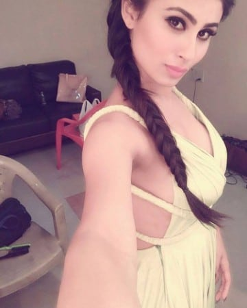 Mouni Roy super cute selfie