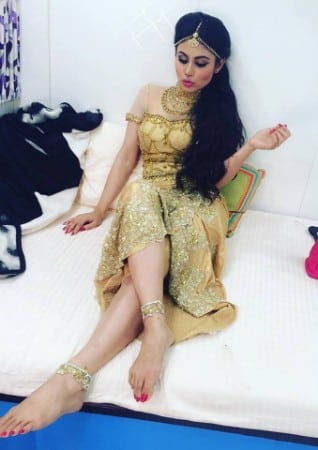 Mouni Roy hot look at the set of naagin
