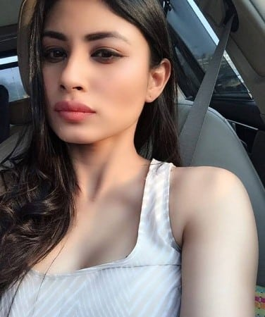 Mouni Roy irresistibly spicy looking sefie