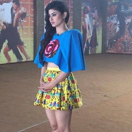 Mouni+Roy+ naaginis+quit+in+front+of+Public+after+coming+in+short+and+hot