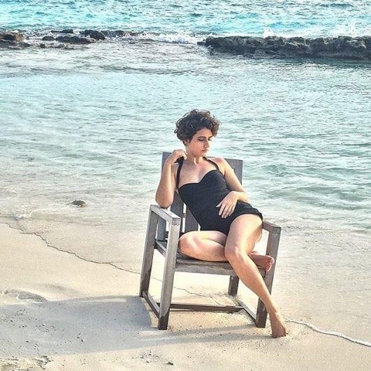 fatima sana shaikh controversial picture in bikini