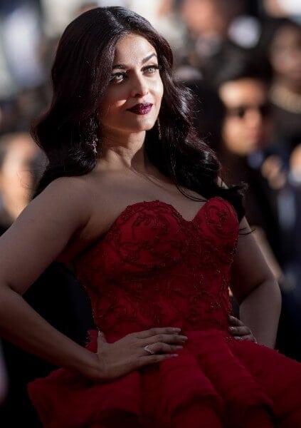 Aishwarya Rai Bachchan Looks Ravishing In Read at 70th Cannes Film Festival 2017