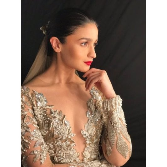 Alia Bhatt hot cleavage boobs show