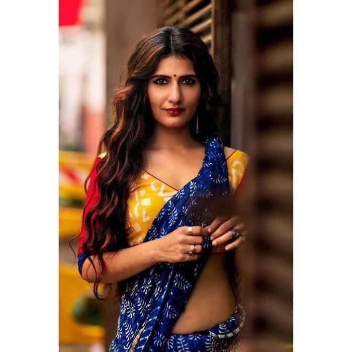 Fatima Sana Shaikh instagram her sexy saree lok