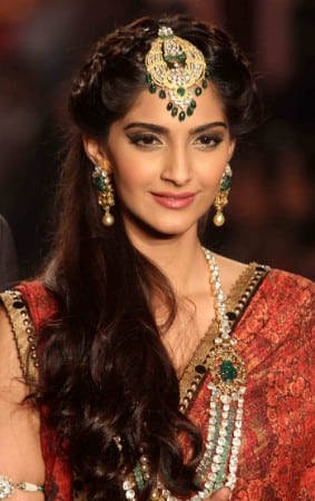 Sonam kapoor's Hot & Rare Photos Without Showing Cleavage