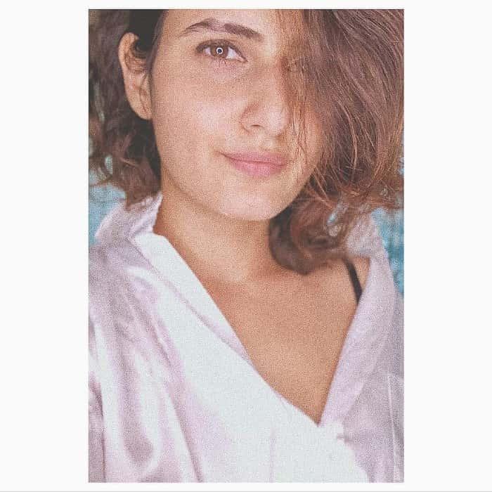 hot Fatima Sana Shaikh selfie photo