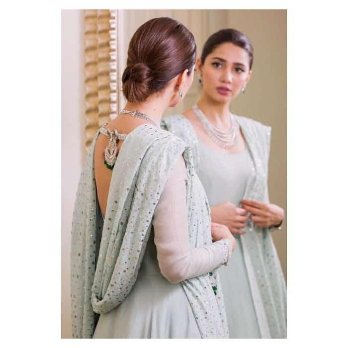 hot pakistani actress mahira khan hot photo