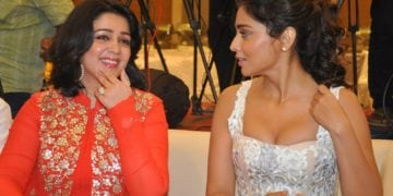 Shriya Saran hot cleavage