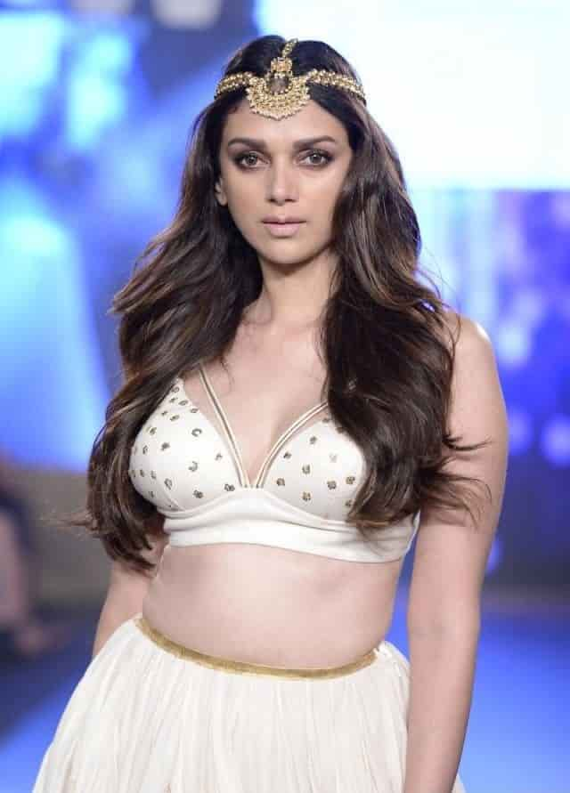 Aditi Rao Hydari sexy lookiing in an fashion show