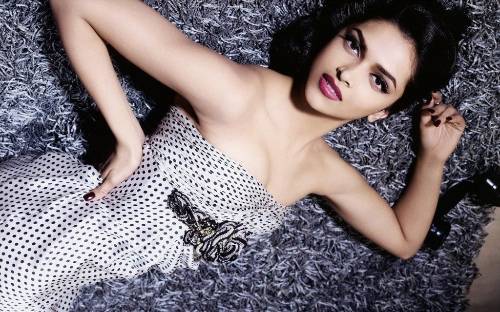 Deepika-Padukone-Very-Hot-Wallpaper-1024x640