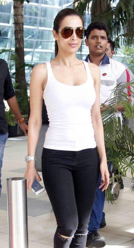 Malaika Arora Khan's Bold Bikini Wallpapers Cleavage & Latest Photoshoot (10)