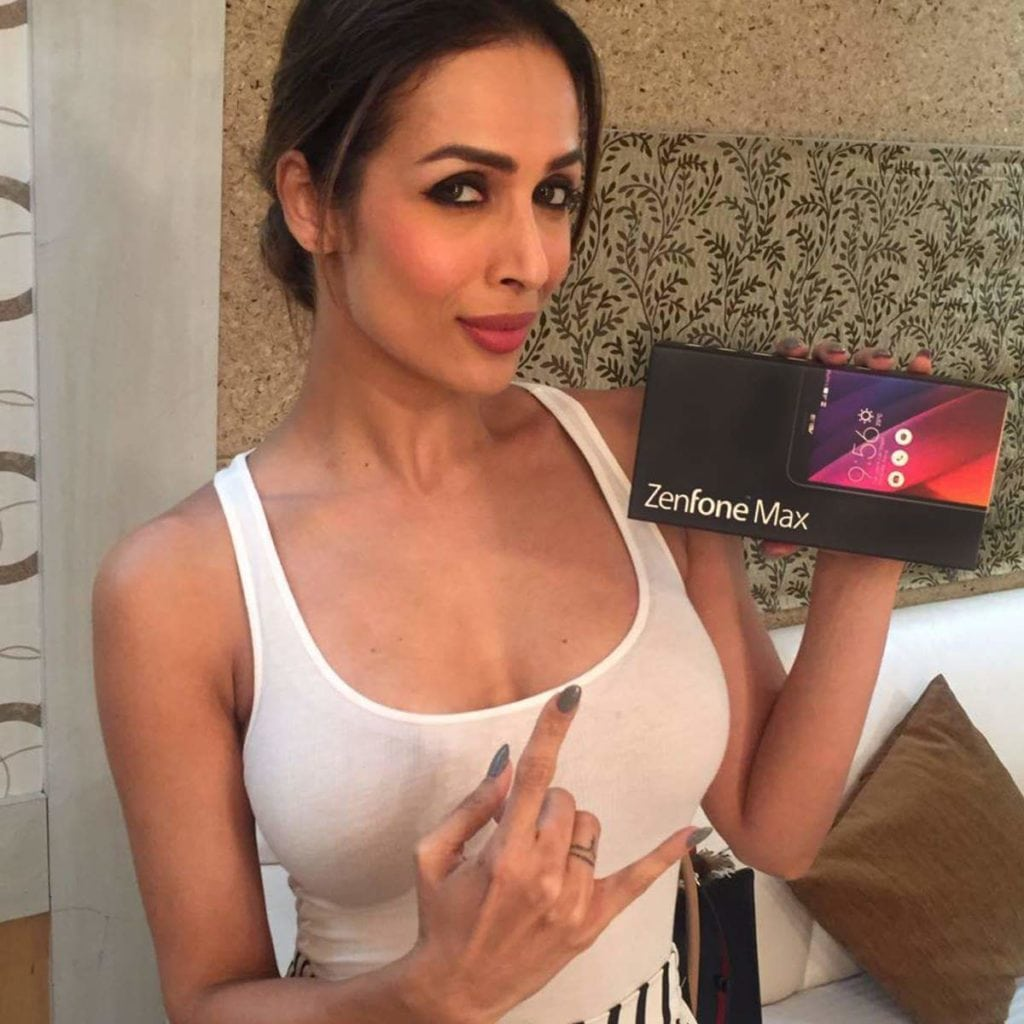 Malaika Arora Khan's Bold Bikini Wallpapers Cleavage & Latest Photoshoot (12)
