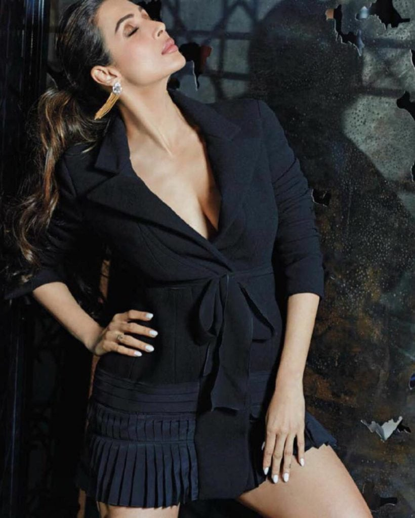 Malaika Arora Khan's Bold Bikini Wallpapers Cleavage & Latest Photoshoot (3)