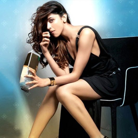 deepika-padukone-flaunts-her-sexy-body-in-this-hd
