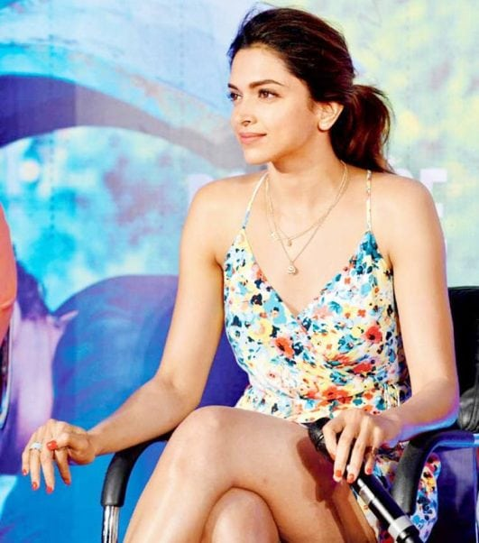 deepika Padukone hot photo as she look stunning in multicolored dress