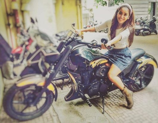 Asha Negi hot & cute photo