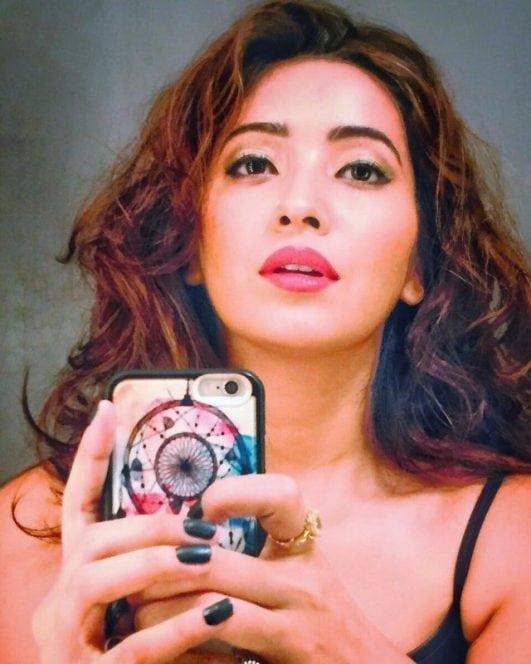 Asha Negi instagram selfie (2)