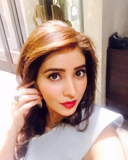 Asha Negi instagram selfie