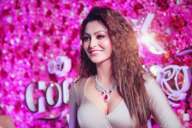 rvashi Rautela boobs hot photos sexy instgram bikini pics (
