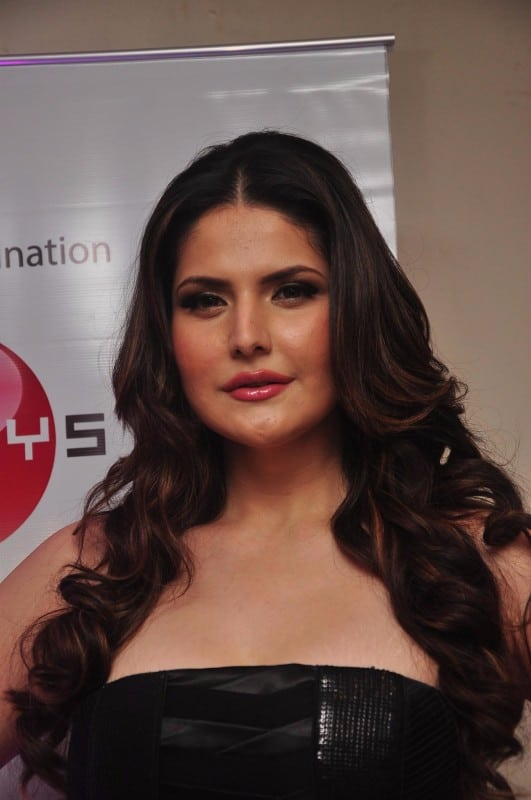 Zarine Khan Looks Irresistibly Sexy In Black dress At Amethyst Bluetooth Speakers Launch Event in Mumbai