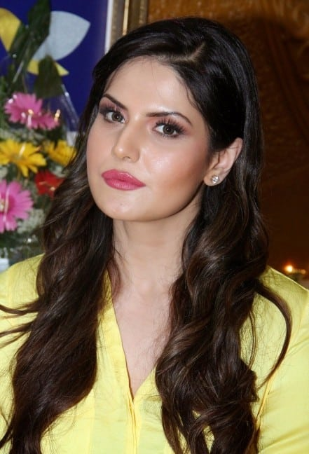 Zarine Khan Looks Super Sexy At The Shuddha Salon & SPA Inauguration Event In Mumbai
