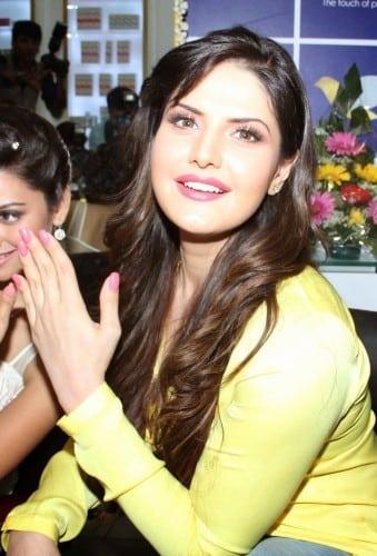 Zarine Khan Looks Super Sexy At The Shuddha Salon & SPA Inauguration