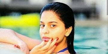 suhana khan hot in pool