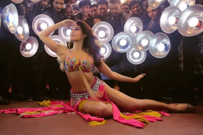 jacqueline fernandez hot in bra still from EkDoTeen song