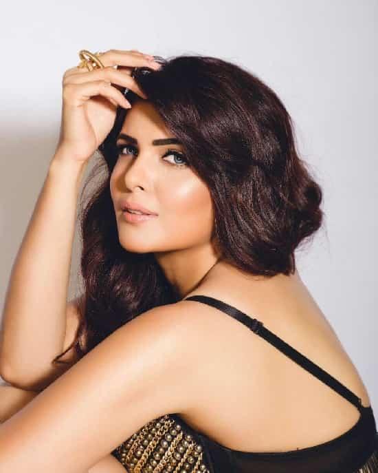 Ihana Dhillon hot and sexy backless 32 beat pics