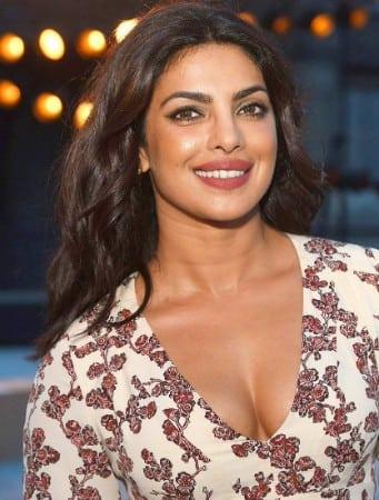 priyanka-chopra-boobs new-york-fashion-week-brooklyn-bridge-image-1
