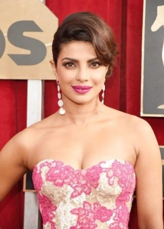 priyanka-chopra-hot-at-academy-awards-2016-7-734x1024