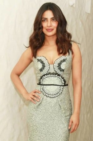 priyanka-chopra-hot-looking-face-photos-in-long-dress-3-682x1024