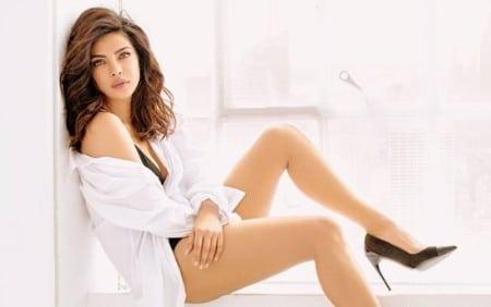 priyanka-chopra-hot-photoshoot-gc-flaunt-quantico