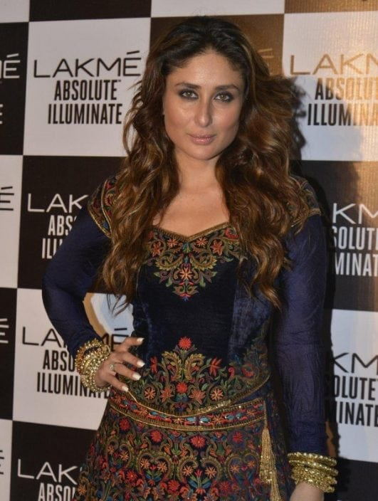 Kareena-Kapoor-Looks-Smoking-Hot-As-She-Walks-Ramp-For-Rohit-Bal-At-The-Lakme-Fashion-Week-2016-Grand-Finale