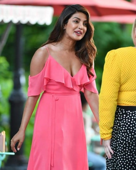 32 Stunning  Sexy Priyanka Chopra Boobs Pics Dont Miss-1559