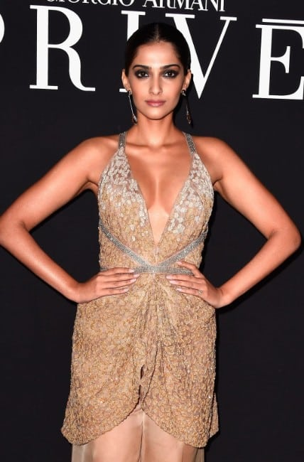 Sonam Kapoor Hot Big Boobs Cleavage Best 21 Latest Photos Wallpapers