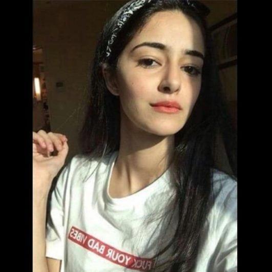 Ananya Pandey instagram cute selfie