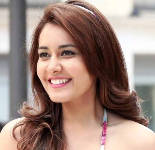 rashi khanna sexy simile hot looking