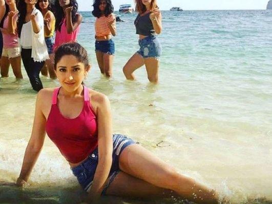 Sayesha Saigal (Sayyeshaa Saigal hot)