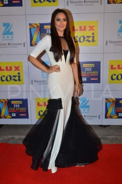 sonakshi sinha hot at Zee Cine Awards