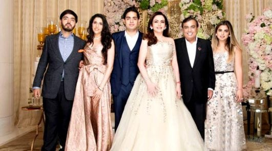 Mukesh Ambani's Daughter Isha Ambani Photos with famili