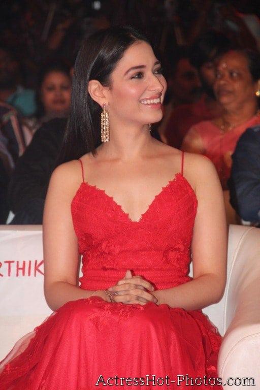 Tamanna bhatia hot at award function