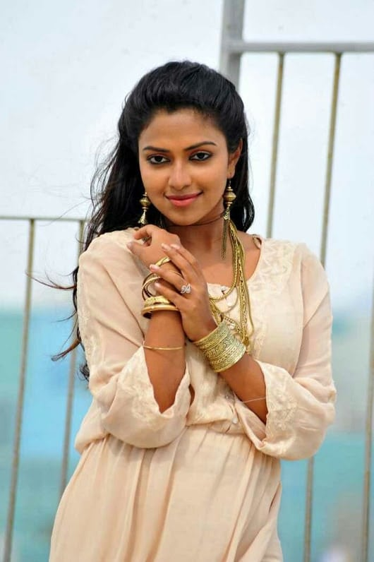 amala paul hot photo from a movie set-min