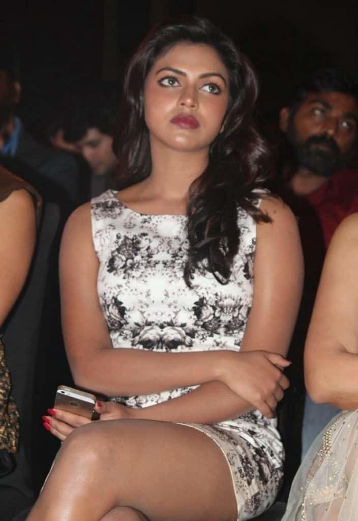 amala paul nude sexy legs show at award show-min