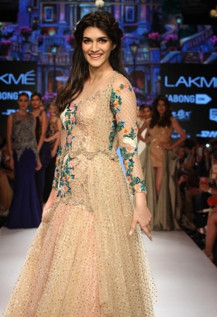 kriti sanon hot pics from an fashion show