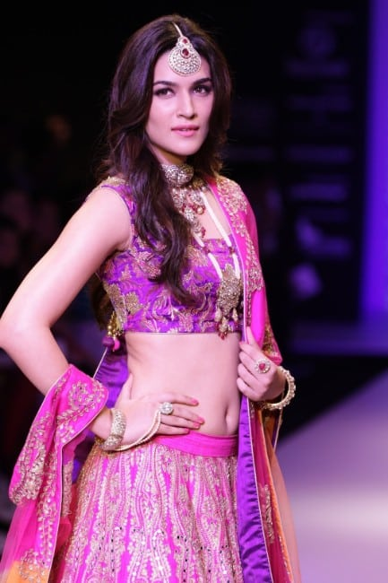 kriti sanon hot pics in lhenga at the ranmp of fashion show