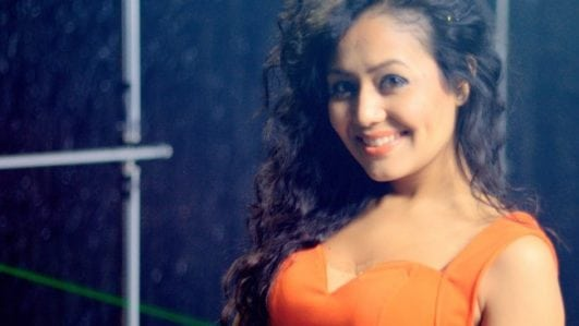 mile ho tum singer neha kakkar sexy photo in orange bra