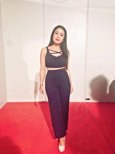 neha kakkar sexy looking photo